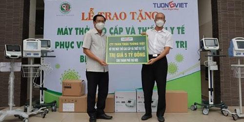 Tường Việt trao tặng máy thở và thiết bị y tế phục vụ công tác khám, điều trị bệnh nhân Covid-19